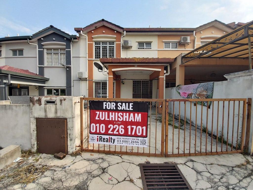 Rumah Teres 2 Tingkat Facing Padang, Seksyen 4 Taman Lestari Putra, Seri Kembangan